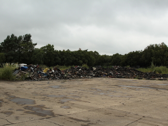 Scrapyard with reduced tyres